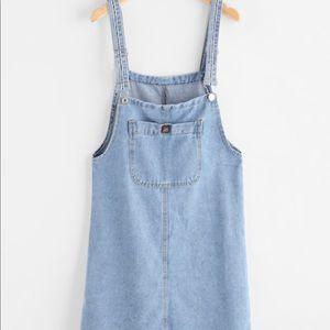 Pinafore denim dress with pockets